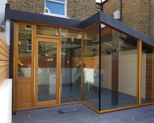 Extension on terrace house made from wood, steel, glass and slate